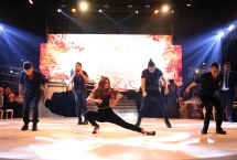 most beautiful violinist, violinist in choreography, dance arabic violin show,